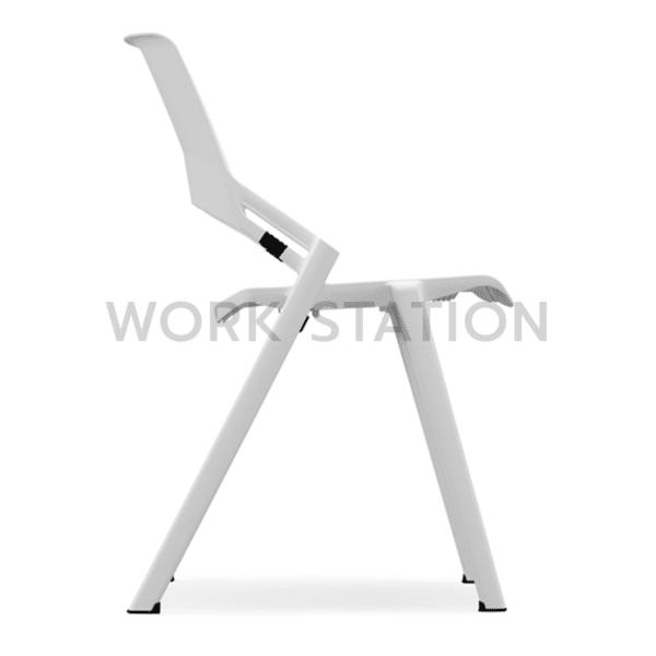 เก้าอี้สีขาว
