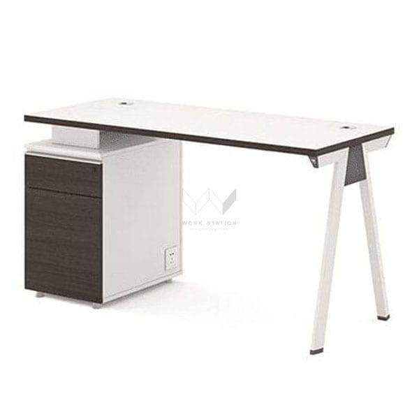 โต๊ะสำหรับนั่งทำงาน เสริมตู้ข้างเก็บเอกสาร และเสริมความเเข็งเเรงของโต๊ะ