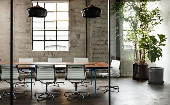 โต๊ะประชุม ตกแต่งห้องประชุม โทนสีเข้ม