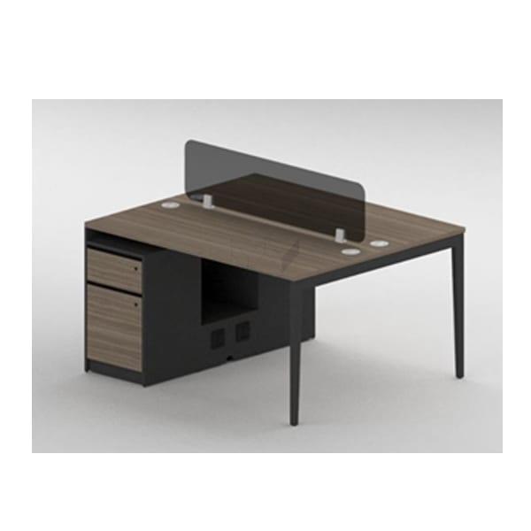 โต๊ะทำงาน สีโทนเข้ม พร้อมตู้ข้าง และ Privacy Screen