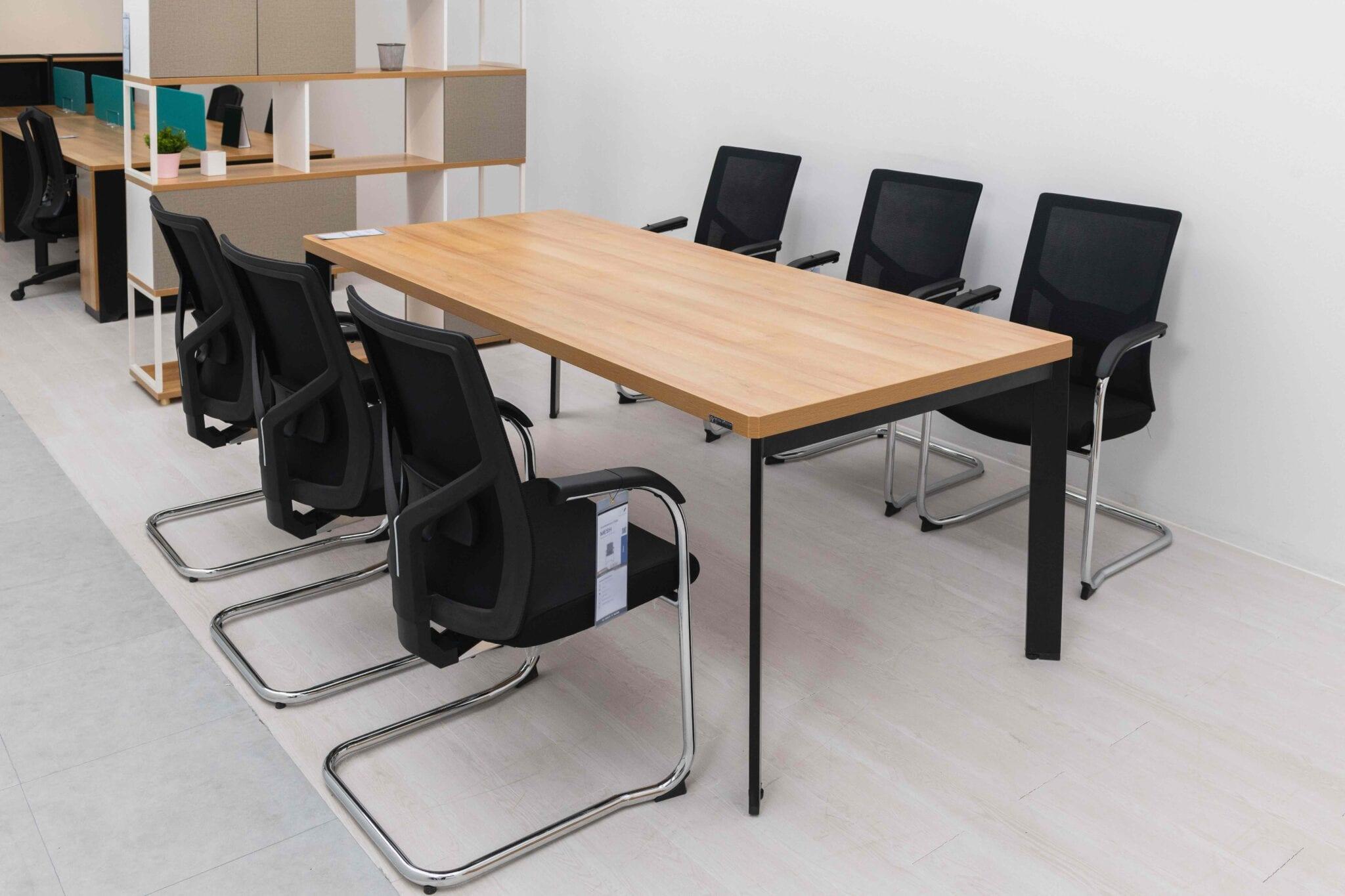 โต๊ะประชุม พร้อมเก้าอี้ทรงขารูปตัวยู