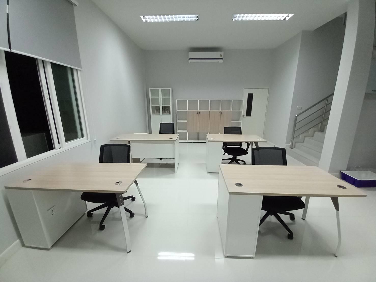 ติดตั้งเฟอร์นิเจอร์ โต๊ะทำงาน พร้อมตู้ข้างและเก้าอี้สำนักงาน